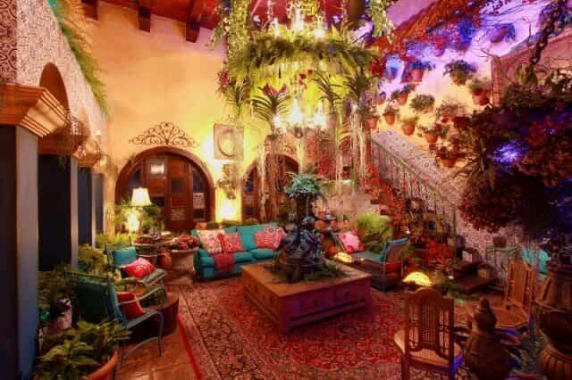 Com azulejos e piso preservados, casa famosa abre portas para Morar Mais 2015